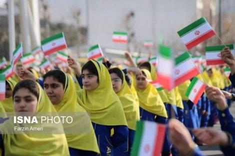 اجرای گروه سرود دانشآموزان آملی به مناسبت ۶ بهمن